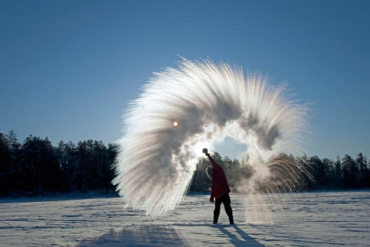 Το θερμό νερό παγώνει πιο γρήγορα από το κρύο; Το φαινόμενο Mpempa